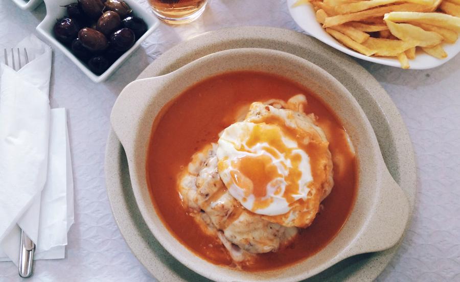 Francesinha ao almoço